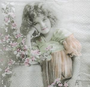 Девочка и цветущий куст, ретро серия, 33х33 см, салфетка для декупажа - Заготовки для декупажа. Интернет-магазин Завиток